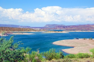 (c) Sweet Tea @ http://www.rentcafe.com/blog/cities/great-phoenix-day-trip-lake-pleasant/